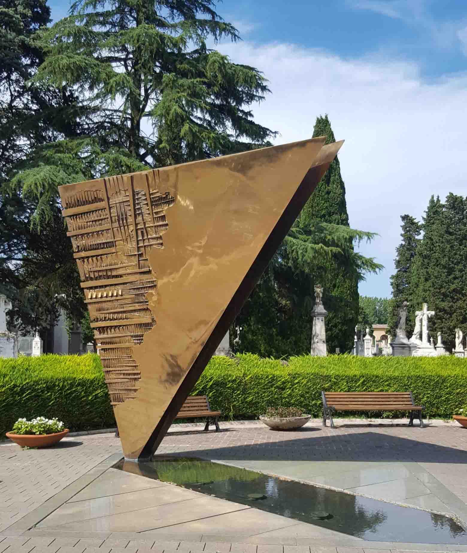 Zajednička grobnica Federika Felinija i Đulijete Mesine u Riminiju