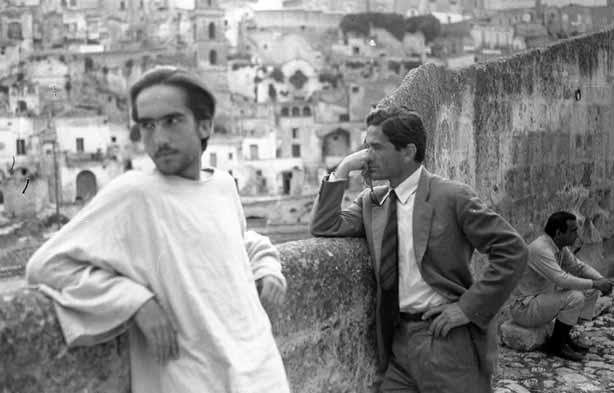 Enrike Irazoki i Pjer Paolo Pazolini na snimanju filma Jevanđelje po Mateju, Matera, Italija, 1964. godine.