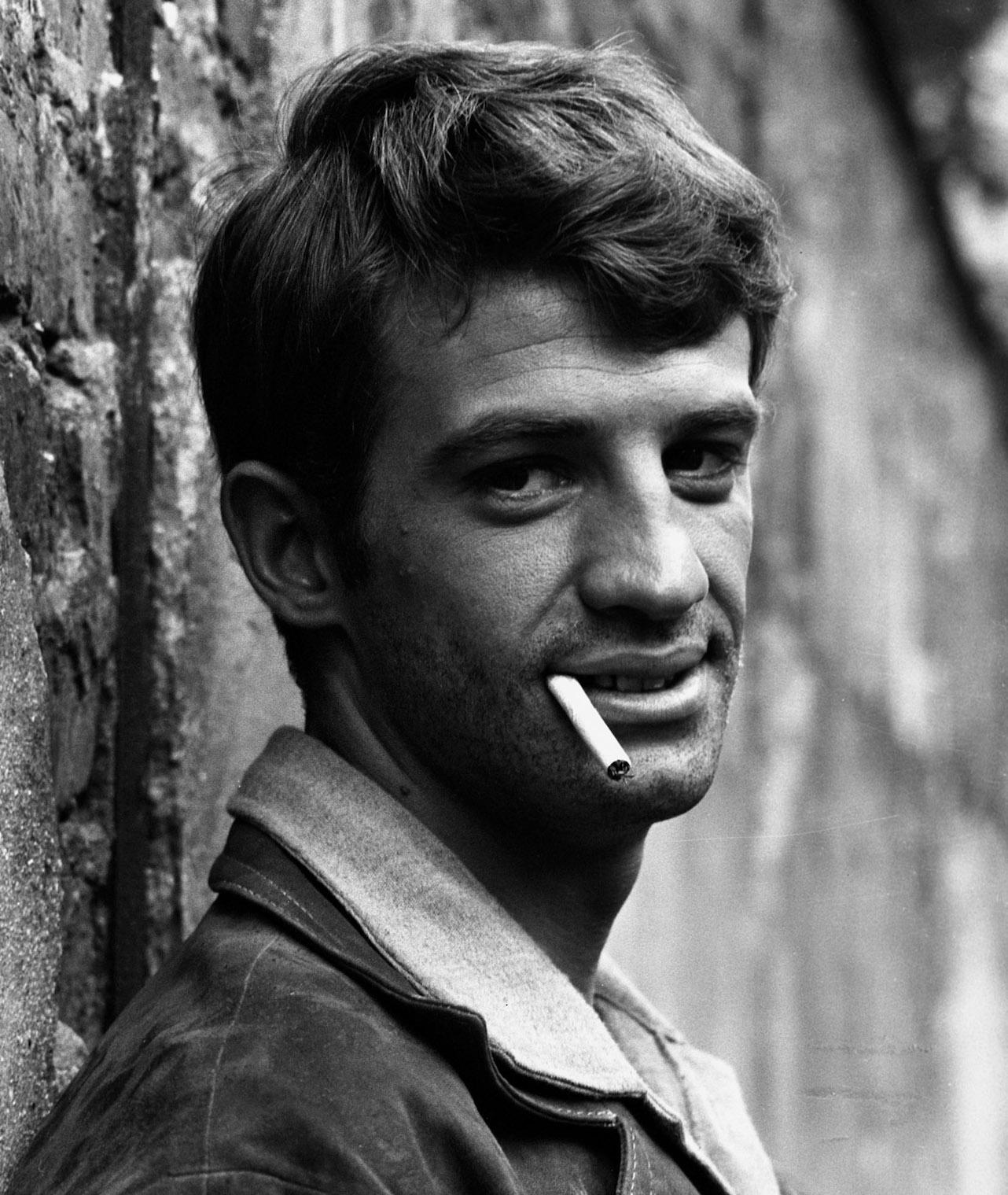 Jean-Paul-Belmondo-on-the-set-of-A-bout-de-Souffle